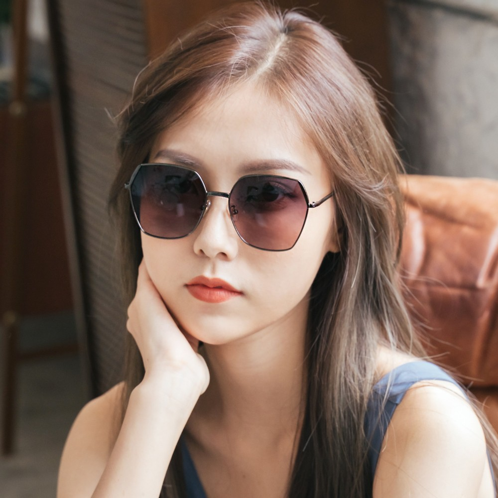 ALEGANT俐落時尚錦葵粉藍拚邊微方鐵灰細框偏光墨鏡│UV400太陽眼鏡│德爾菲的輕悅瞭望