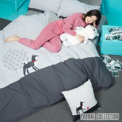 YVONNE COLLECTION 踢球柴犬方形抱枕(45x45cm)-黑柴/銀白灰底