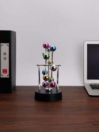 混沌擺 永動機小擺件辦公桌牛頓男士高檔招財創意擺設品裝飾房間網紅可愛 歐歐