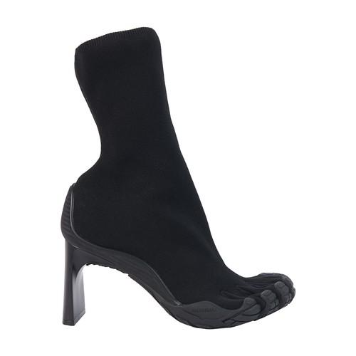 Toe heeled bootie