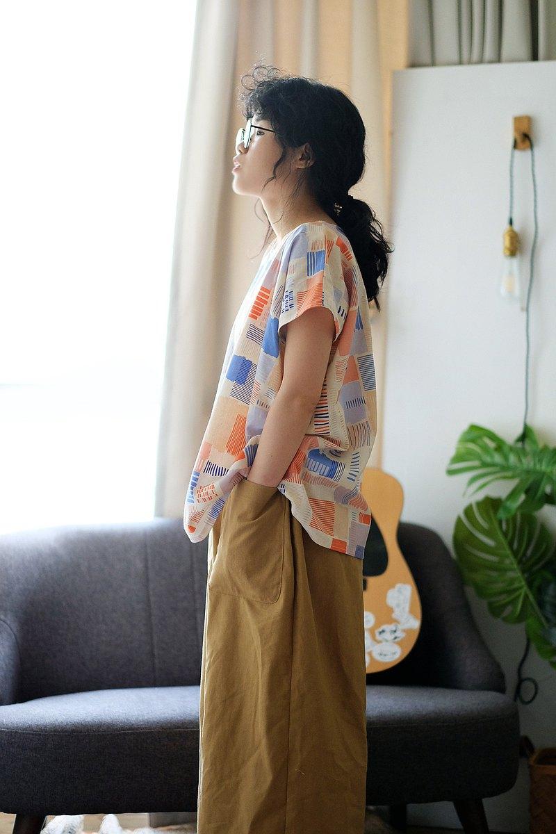 粉膚橘色系滿版條紋相間 日式寬版四方衣