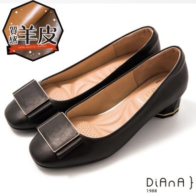 DIANA 4cm方楦頭方釦飾羊皮粗跟鞋-輕熟質感–黑