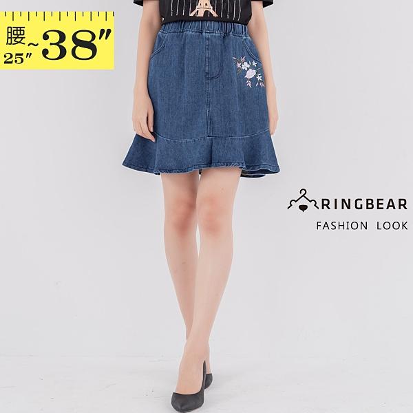 牛仔裙--知性甜美鬆緊腰花卉刺繡斜口袋拼接荷葉下擺牛仔短裙(藍M-5L)-Q123眼圈熊中大尺碼