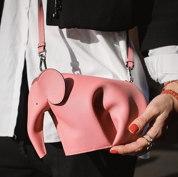 ■現貨在台■專櫃72折■ 全新真品 Loewe 迷你大象斜背包 粉色