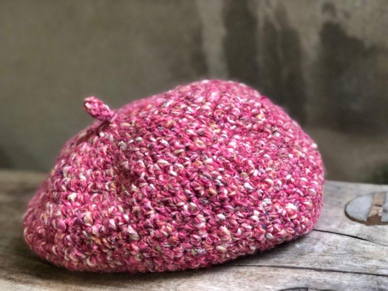 襯著粉嫩的妝容/貝蕾帽/畫家帽/手工鉤織羊毛帽/保暖/禮物