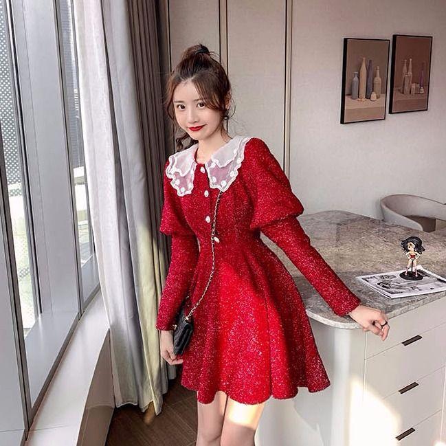 女生洋裝 長袖洋裝 新年洋裝 娃娃 韓妞必備洋氣減齡紅色新年裙子潮年新款復古娃娃領收腰中長款女