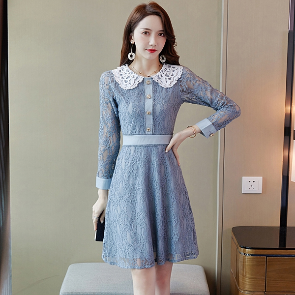 VK精品服飾 韓系蕾絲娃娃領單排釦裝飾修身氣質長袖洋裝