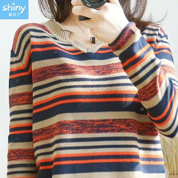【V3197】shiny藍格子-秋光真實‧小V領撞色條紋長袖上衣