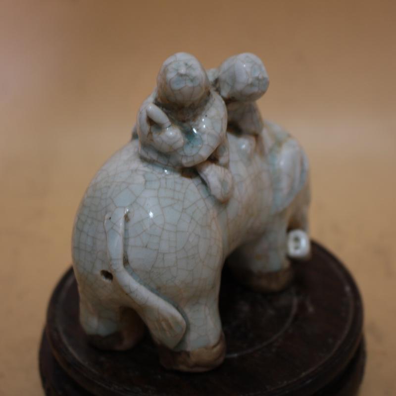 宋湖田窯開片雕刻童子騎象 全手工精品仿古瓷器擺件 古董古玩1入