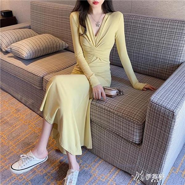 長袖洋裝 收腰顯瘦打底洋裝女秋冬新款性感修身V領長袖魚尾裙子過膝 【快速出貨】