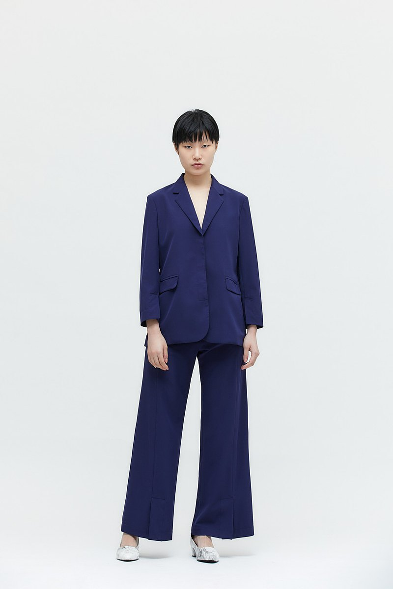 【EMORA】防曬深藍後高衩西裝外套