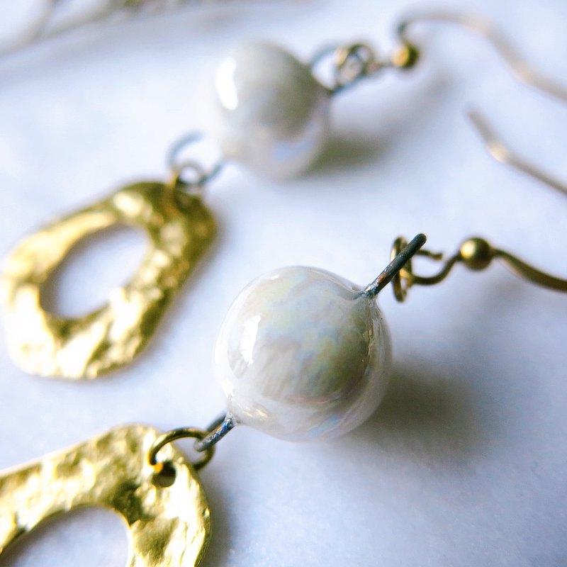 白珍珠光瓷珠  褶皺金圈 手作白瓷耳環