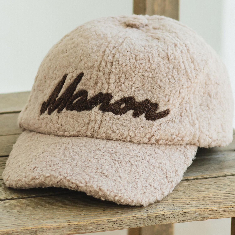 日本 PAIRMANON - 泰迪熊英文字棒球帽-灰杏 (頭圍56cm可調)