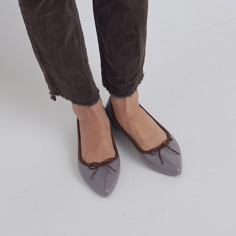 ALMA(灰色/棕色)PVC點趾平底鞋指向芭蕾舞鞋