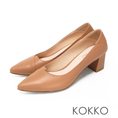 KOKKO經典尖頭不對稱柔軟綿羊皮粗跟鞋淺奶茶