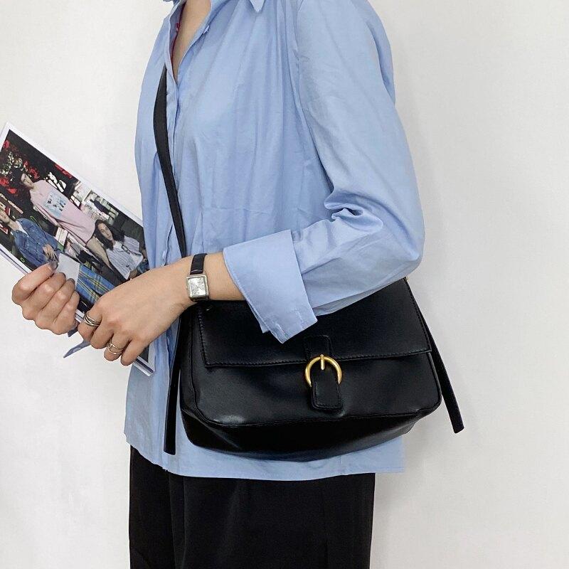Ukii2020新款韓版復古大容量黑色側背斜背包手提女包包腋下包秋冬 微愛家居