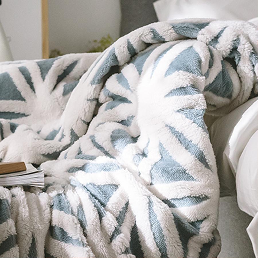 【Keep Warm】立體雕花雙面法蘭絨被毯/萬用毯-莫蘭迪藍