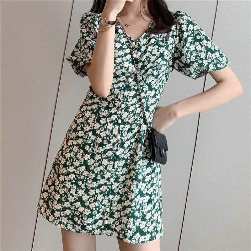裙子 洋裝 短袖洋裝 碎花洋裝 韓妞必備綠色碎花V領女夏新款收腰顯瘦氣質赫本風茶歇裙中長裙