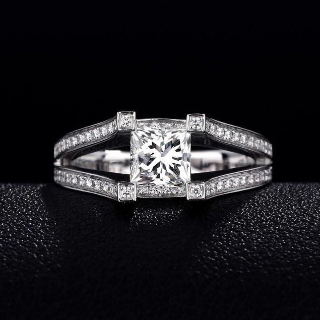 【巧品珠寶】天然鑽石公主方切割主鑽搭配群鑲滿鑽圍繞雙線條雙簍空戒壁豪華款鑽戒