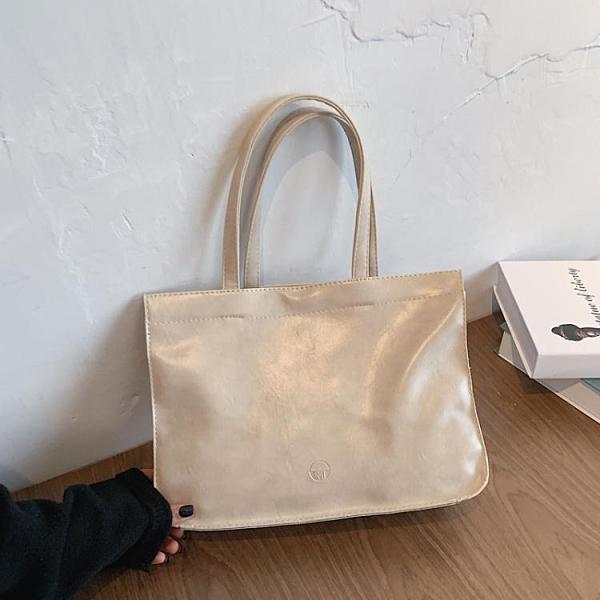 通勤包 大容量側背包包女2021新款潮秋冬簡約手提托特包百搭上班通勤包 韓國時尚週