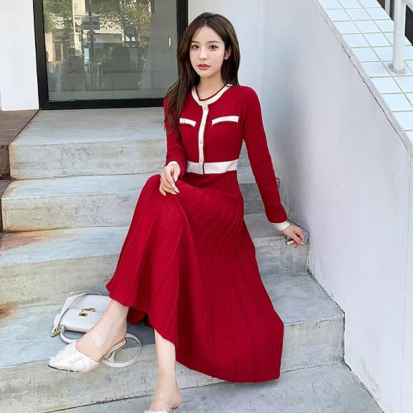 VK精品服飾 韓系名媛氣質撞色圓領百褶下擺長版長袖洋裝