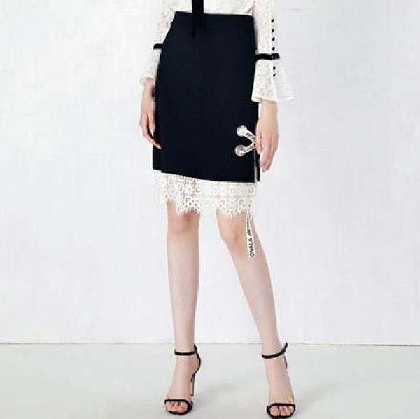 【南紡購物中心】《D Fina 時尚女裝》個性小心機 蕾絲拼接風包臀半身裙