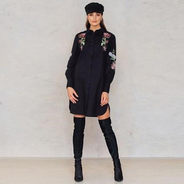 【南紡購物中心】《D Fina 時尚女裝》花朵刺繡側 開叉襯衫式連身洋裝