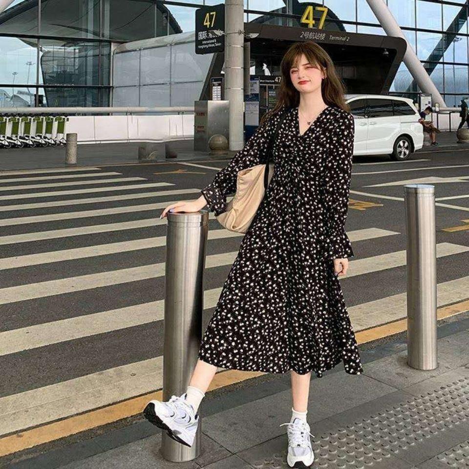 台灣熱銷 連衣裙女秋季2020新款日系初戀裙V領碎花顯瘦收腰氣質過膝長裙