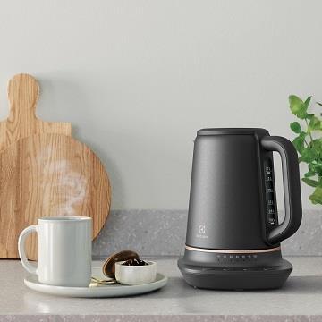 伊萊克斯瑞典美學1.7L不鏽鋼溫控電茶壺(E7EK1-60BP)