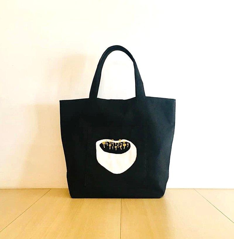 愛黑。蓮花心房。外袋托特包。內袋。磁釦。帆布。硬底好置物