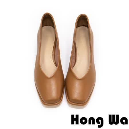 Hong Wa - 素面V口牛紋方頭低跟包鞋 - 咖