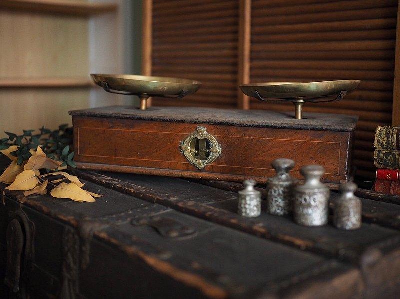 法國百年桃花心木古董平衡秤