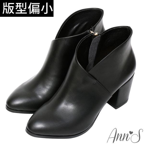Ann'S絕美交叉V口顯瘦尖頭粗跟短靴7cm-黑(版型偏小)