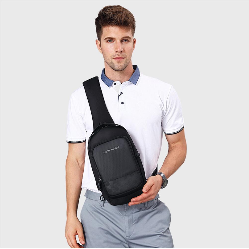 push!戶外休閒用品新款男士防潑水單肩包斜挎包多功能充電胸包u60黑色