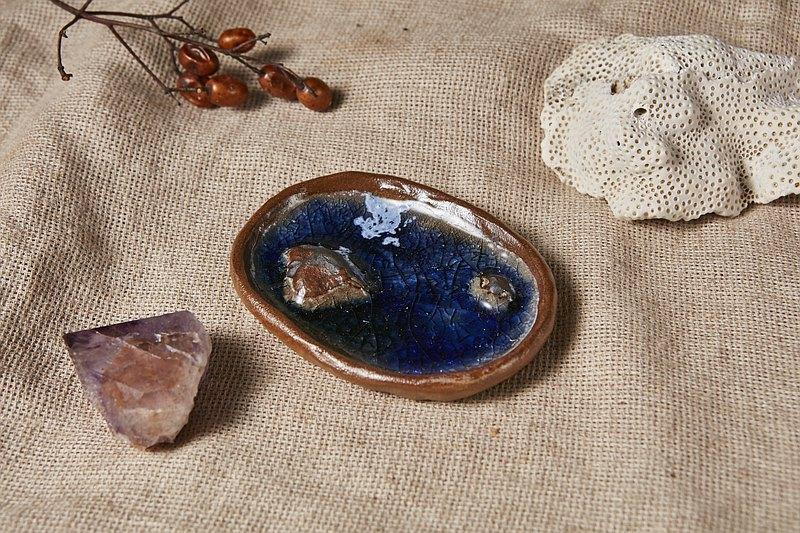 湛藍湖水淺盤