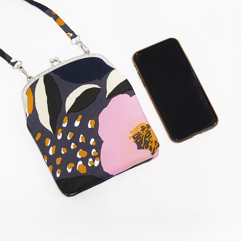 Winter Rose手機袋-Winter Rose系列尺寸17x20厘米。