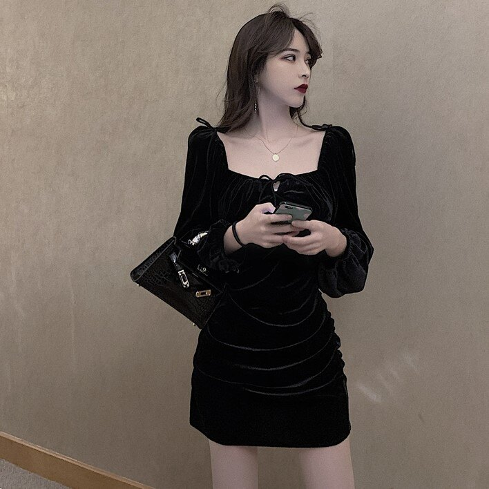 秋裝新款絲絨連衣裙復古方領性感包臀裙子長袖氣質小黑裙女裝