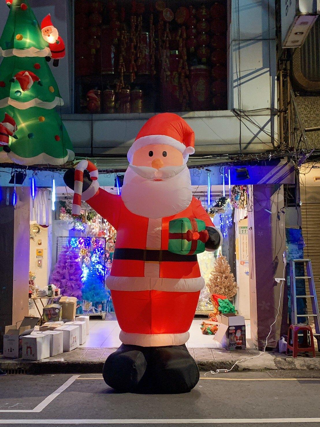 充氣大老公拿禮物包和糖果棒,聖誕佈置/自動充氣擺飾/聖誕充氣/聖誕節/會場佈置【X007952】X射線