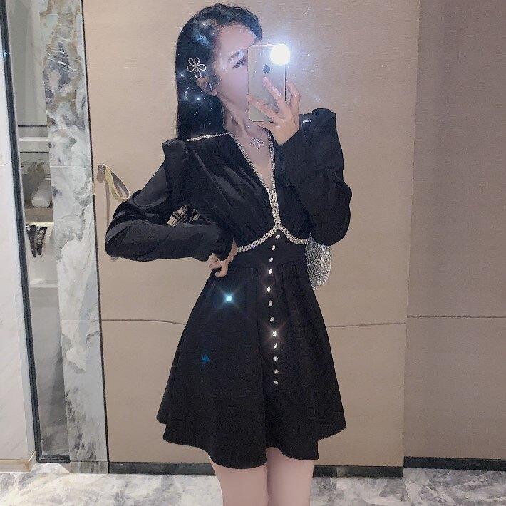 秋季新款鑲磚V領裙子收腰長袖短裙氣質小個子緞面連衣裙女裝