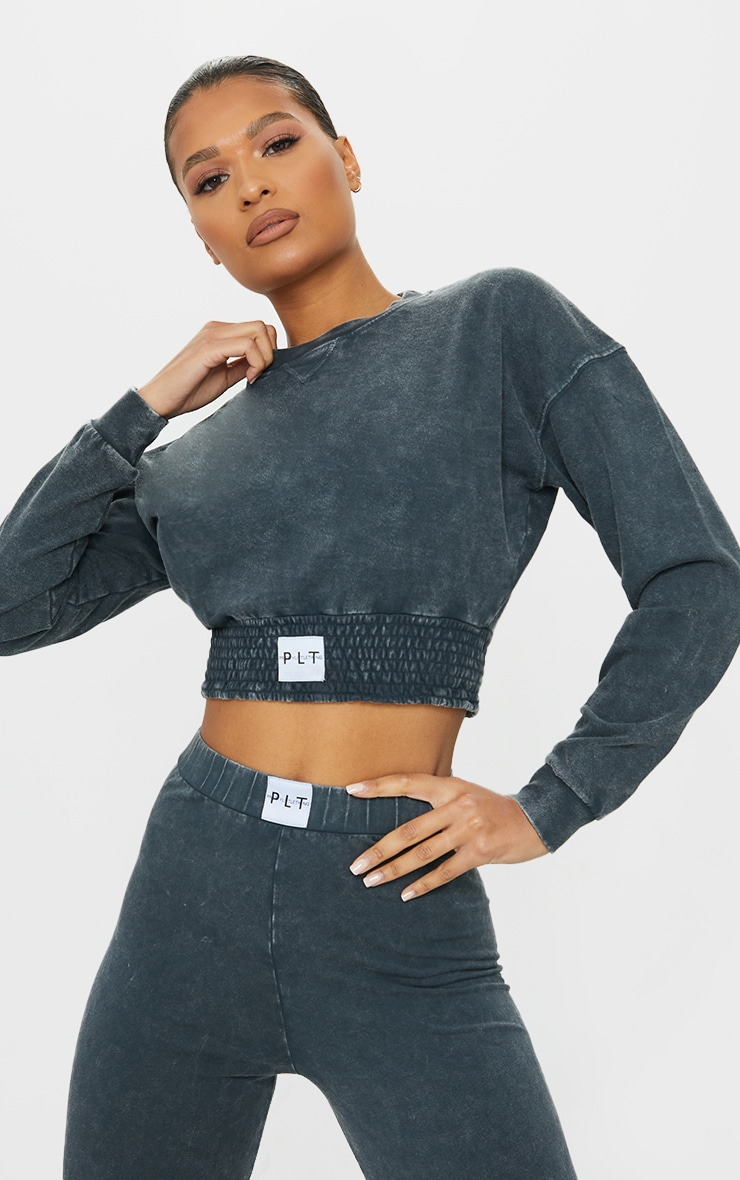 PRETTYLITTLETHING Charcoal Grey Badge Shirred Waist Washed Cropped Sweater