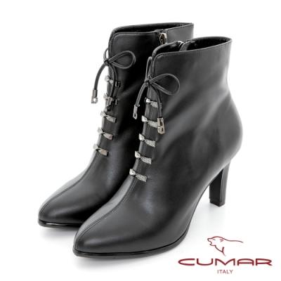 【CUMAR】小圓尖鑽飾綁帶高跟短靴-黑