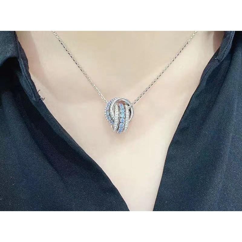 Swarovski 白金藍鑽 轉運珠鎖骨項鍊 巧妙交織的指環綴有閃亮迷人的淺藍色及白色Swarovski仿水晶