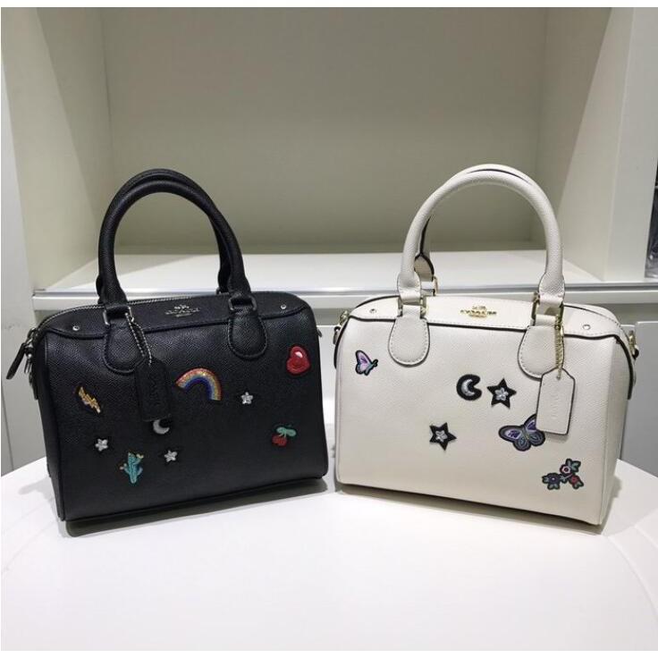 COACH 25799 新款彩色刺繡女士波士頓包 單肩包 枕頭包 斜背包 女包 手提包 附購證【EW】