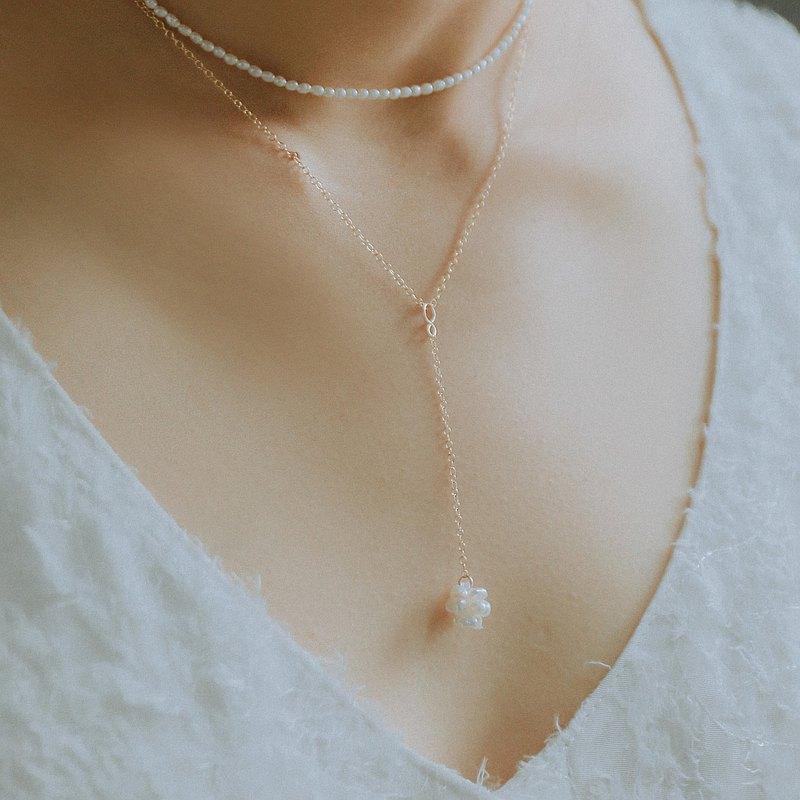 輕珠寶/ HESTIA 珍珠小花球Y字長項鍊 乳溝鍊 可調長度