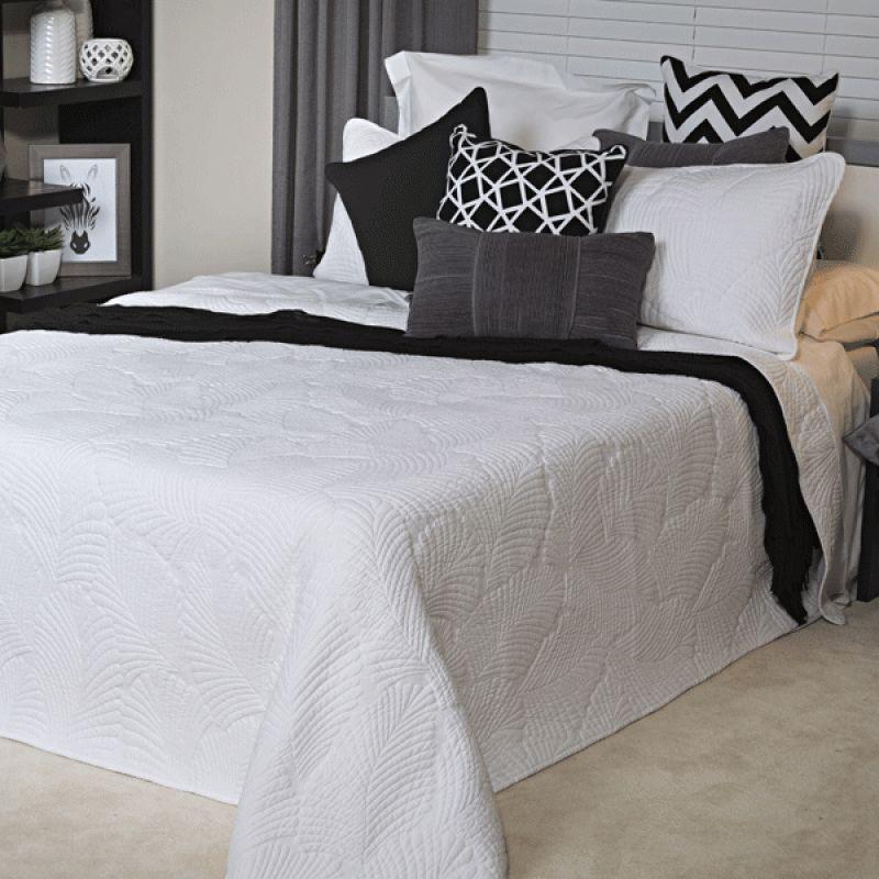 Pandanas Bedspread Set