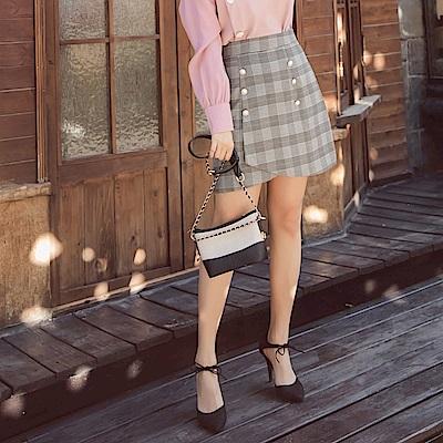 iMODA STAR-臧芮軒。古典質感格紋金屬珍珠排釦A字短裙