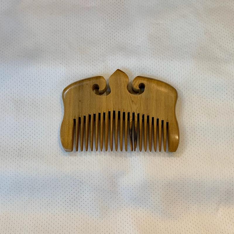 肖楠木造型「髪梳」-天然肖楠木原木材質,木質堅硬耐用,因是天然肖楠木原木,每個都有獨特的天然差異性,散發原木淡雅清香