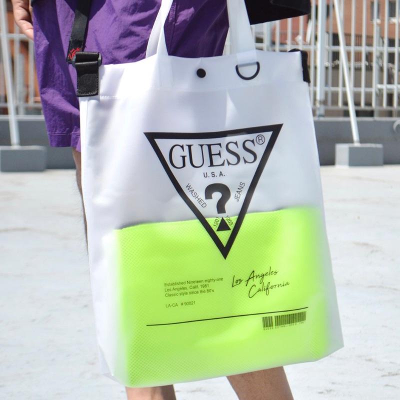 現貨 Guess 韓國日本限定版 透明斜背包 男女都可使用