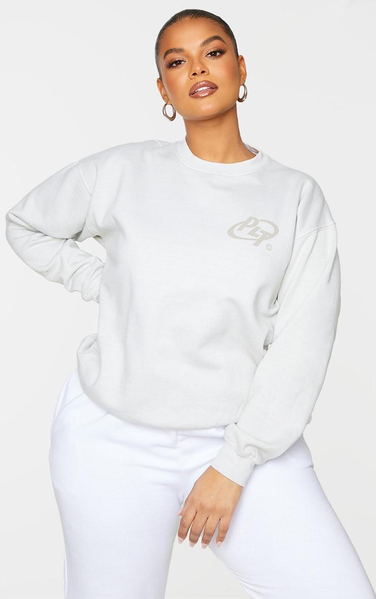 PRETTYLITTLETHING Plus Cream Logo Washed Sweatshirt