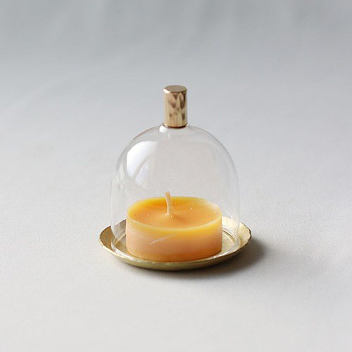 帶有圖案的黃銅板的迷你迷你玻璃穹頂